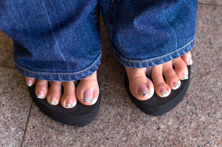 Can toe-wiggling help us to concentrate? Find out in this guide!