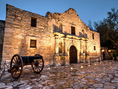 The Alamo building with old cannon