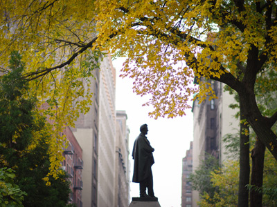 Statue of Abraham Lincoln with trees