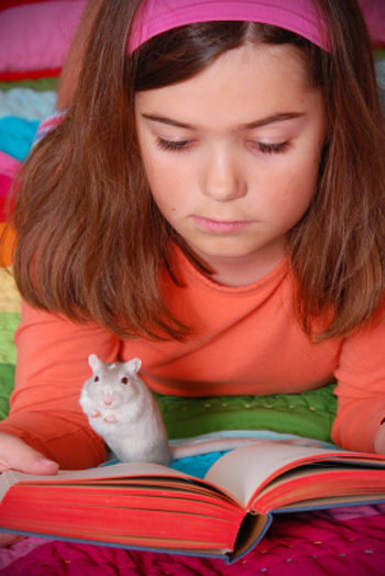 Education-Quizzes-Girl-With-Gerbil