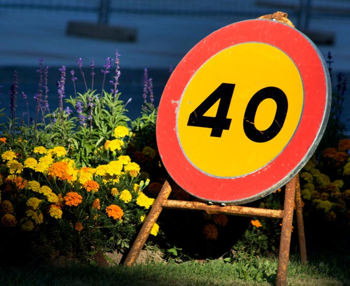 Speed limit signs written in English and Spanish. News Photo ...